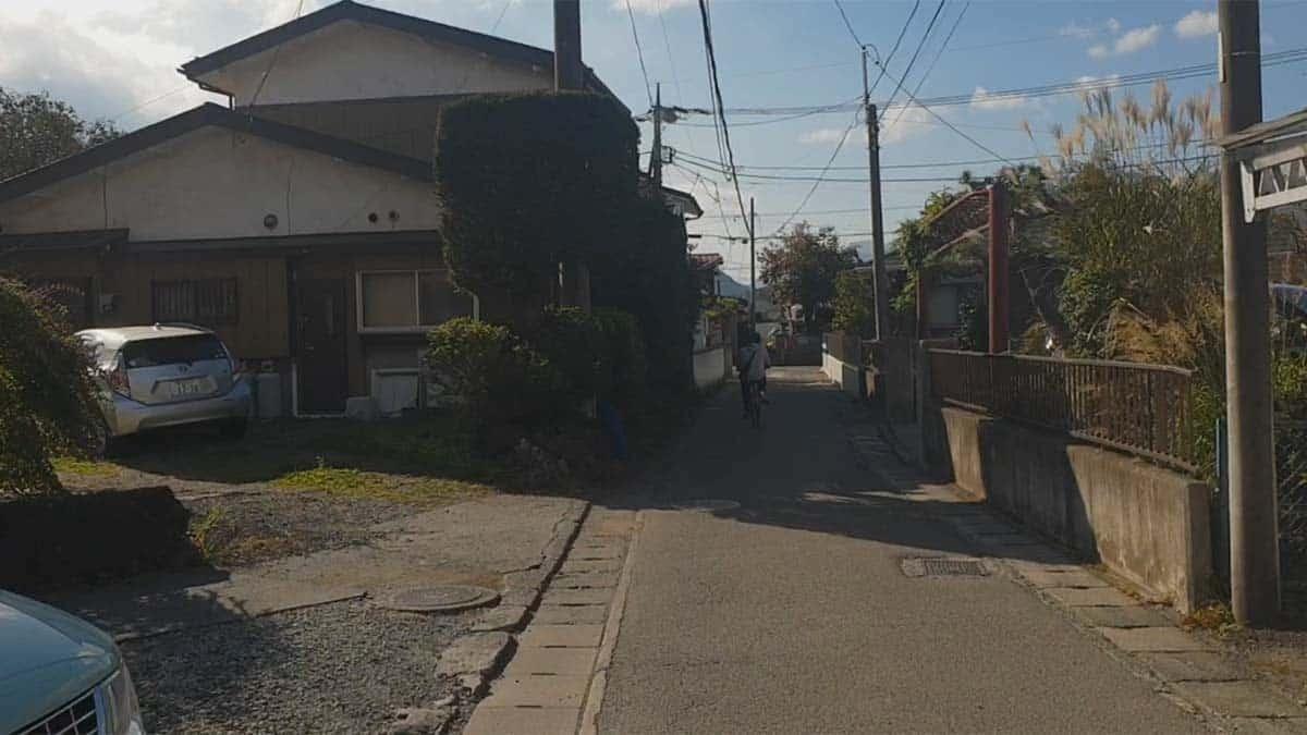 bersepeda di sebuah komplek di fujikawaguchiko
