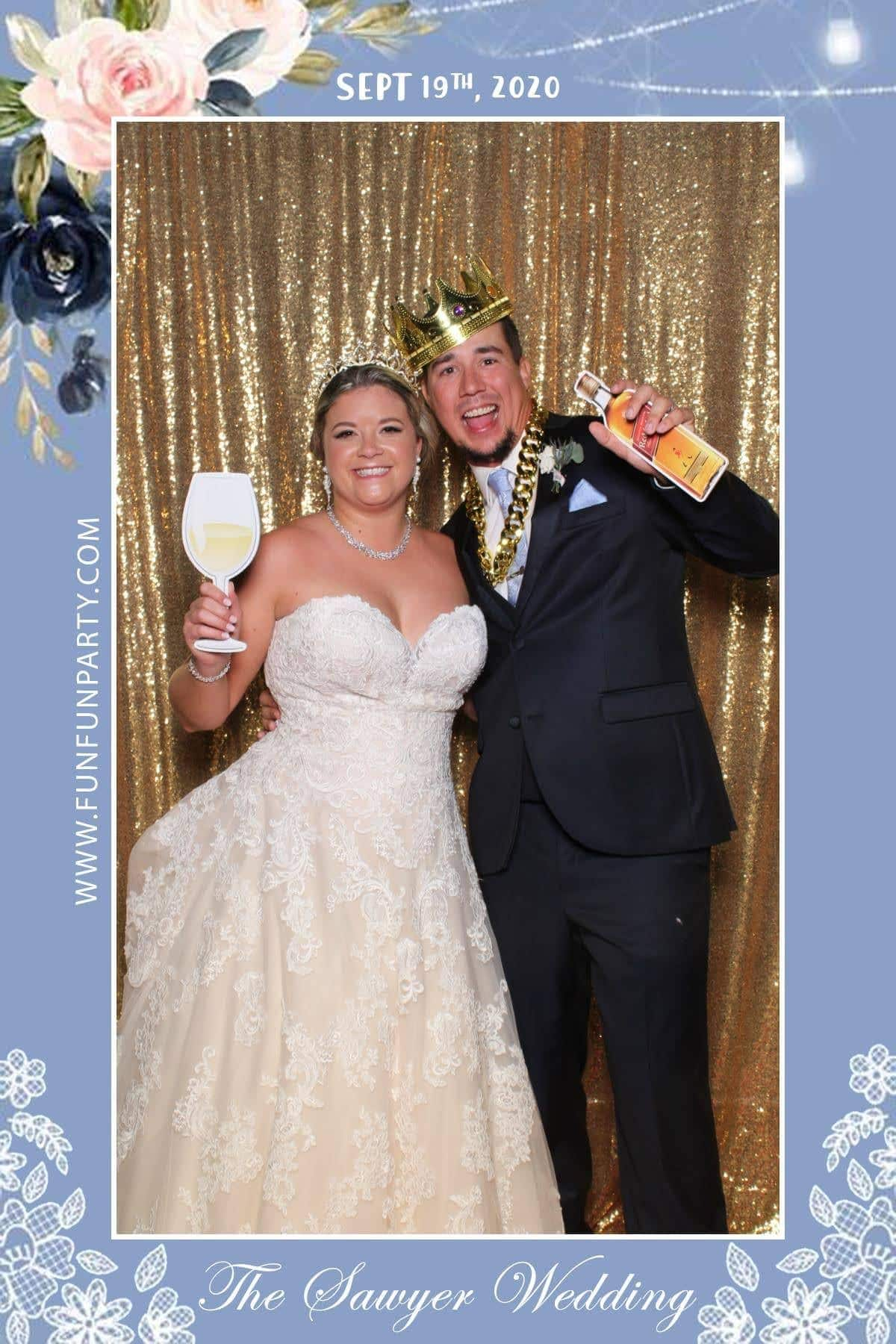 Wedding-Lone Oak Barn-round-rock-mirror-photo-booth-funfunparty