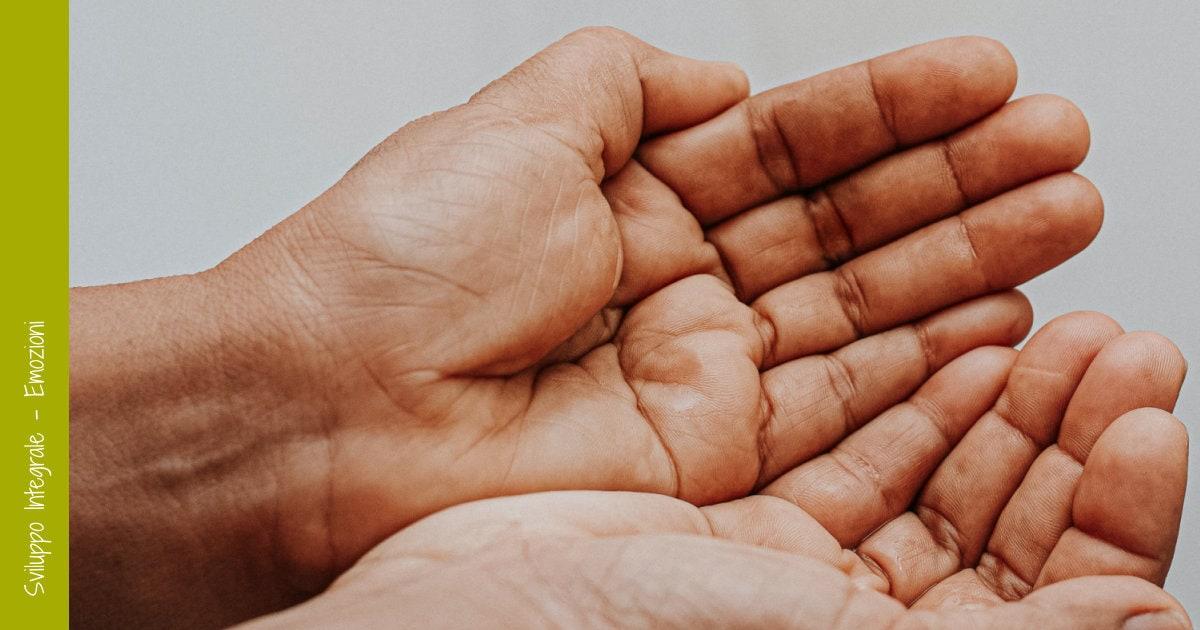 mani unite a rappresentare l'accettazione e l'accoglienza