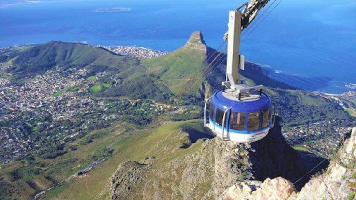 aerial-photography-impeccable-table-mountain