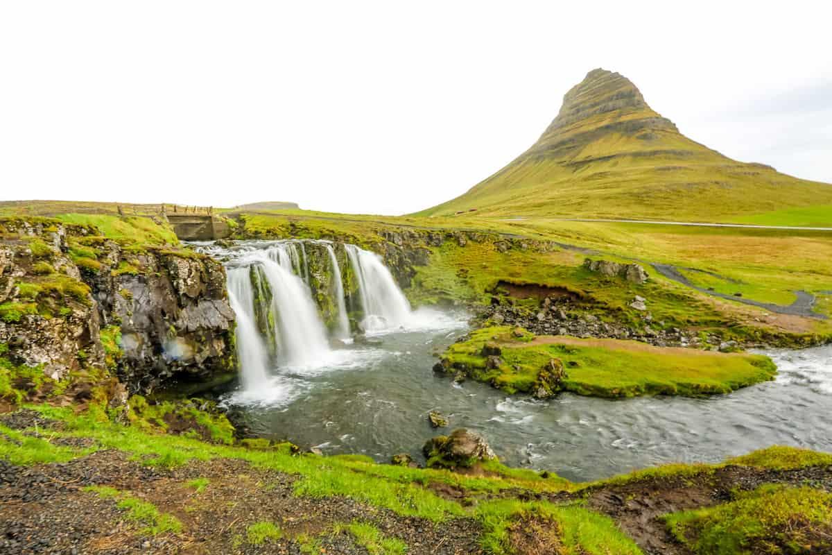 Toma la foto más emblemática de la cascada Kirkjufellfoss en la peninsula de Snaefells