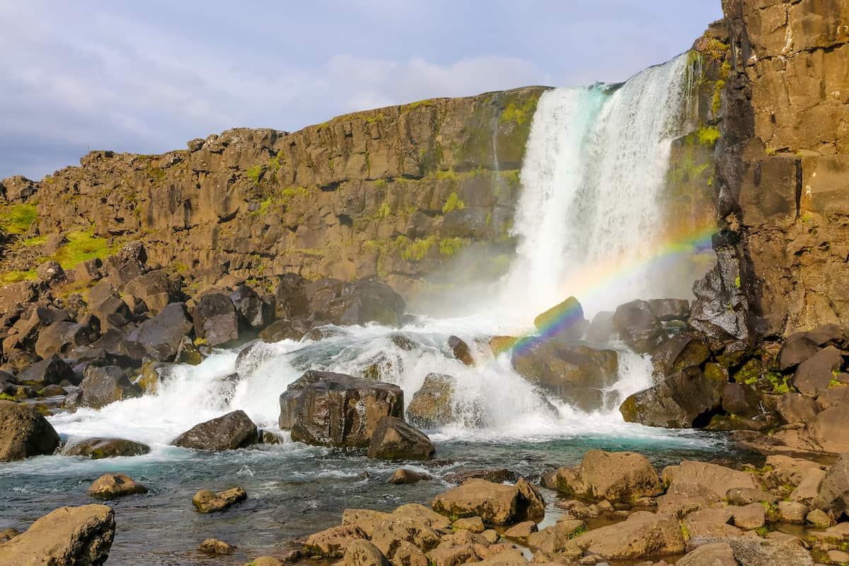Camina hasta la cascada de Oxagarfoss