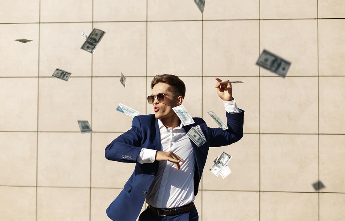 Homme heureux avec son argent