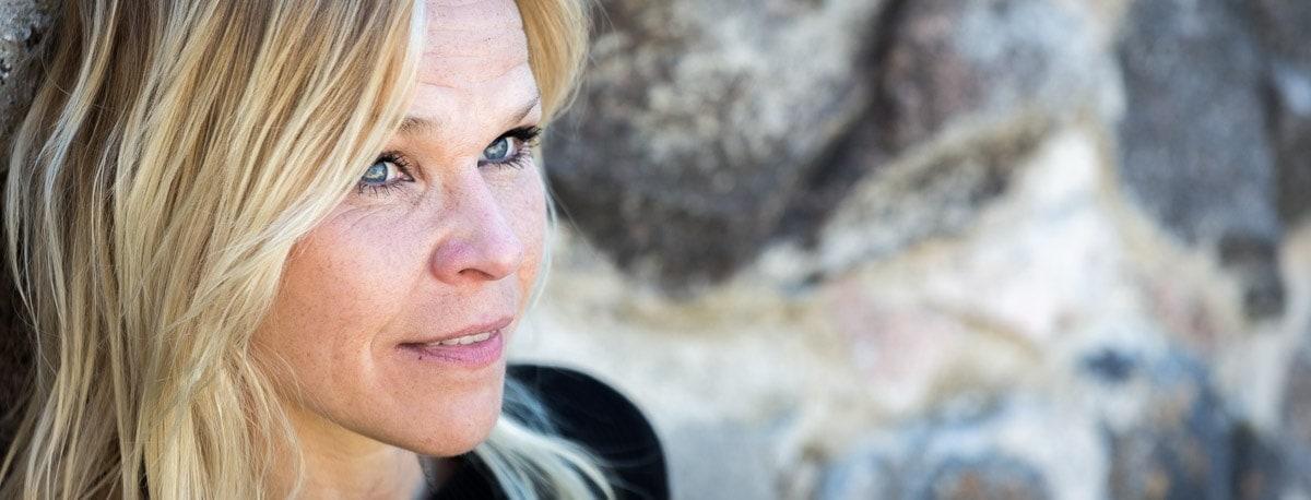 Tunnuskappale lauluntekijä sanoittaja Neiti Ö on sanoittanut useita Tunnaribiisejä yrityksille