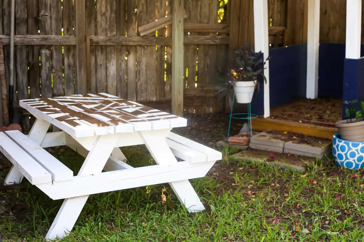 Easy DIY kids picnic table that you can build and paint yourself