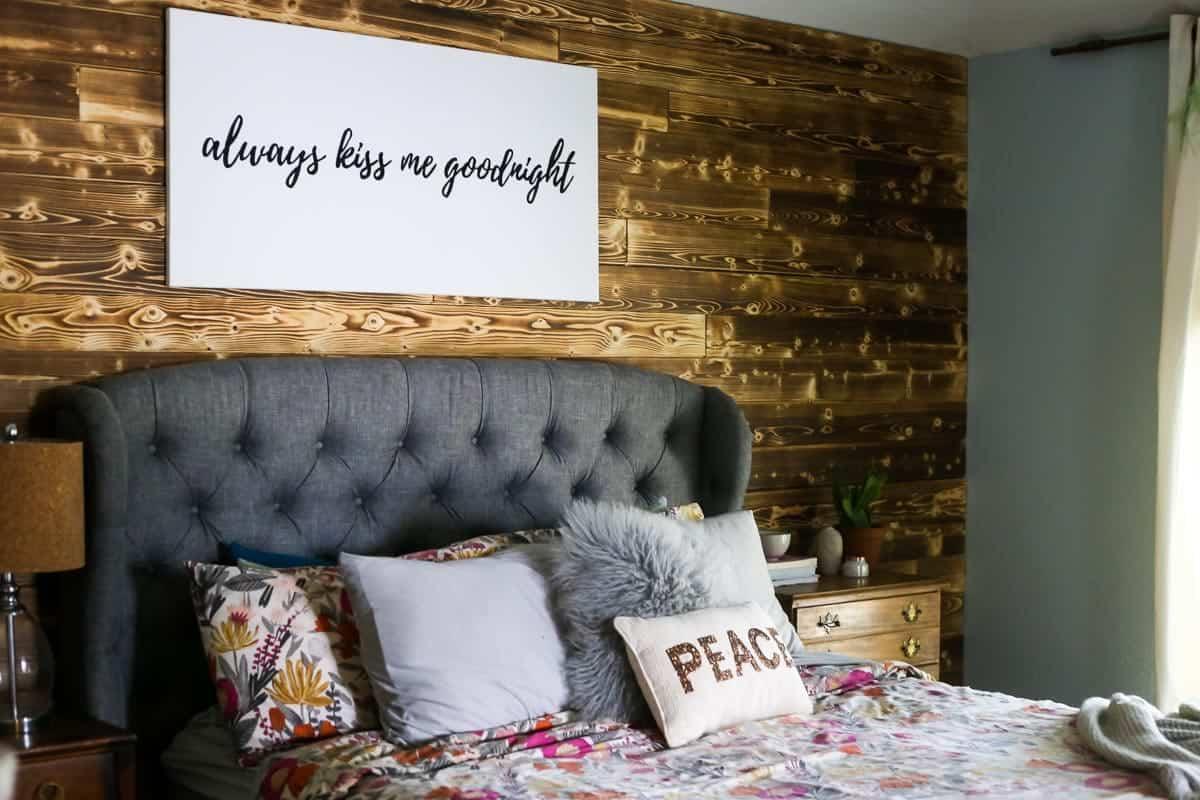 Comment créer un beau mur d'accent dans votre maison à l'aide de planches de bois