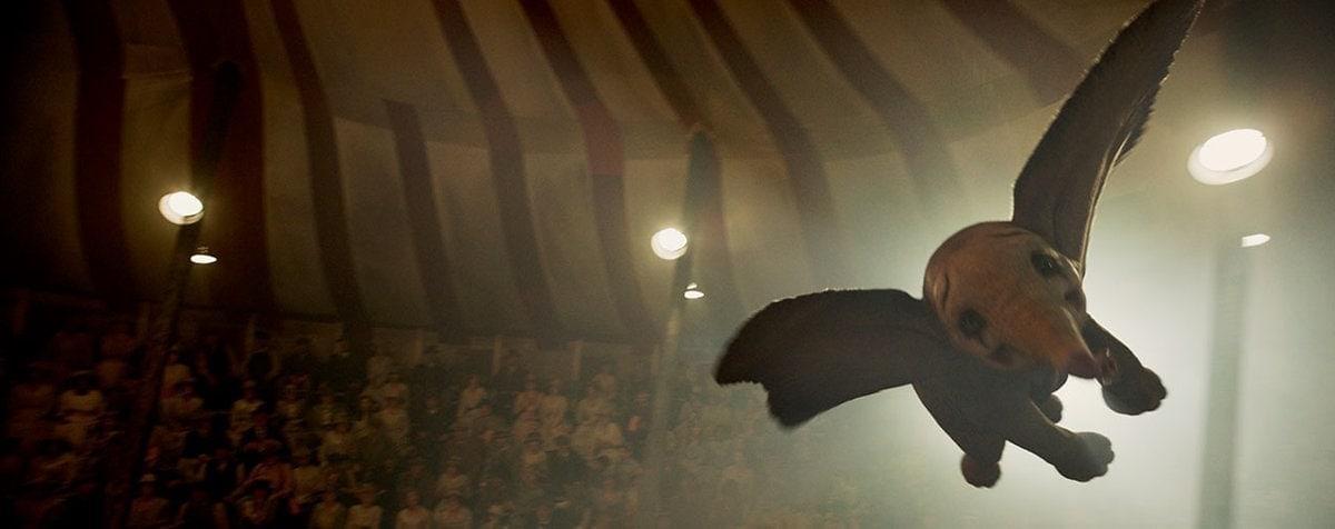 Dumbo vole dans le chapiteau du cirque