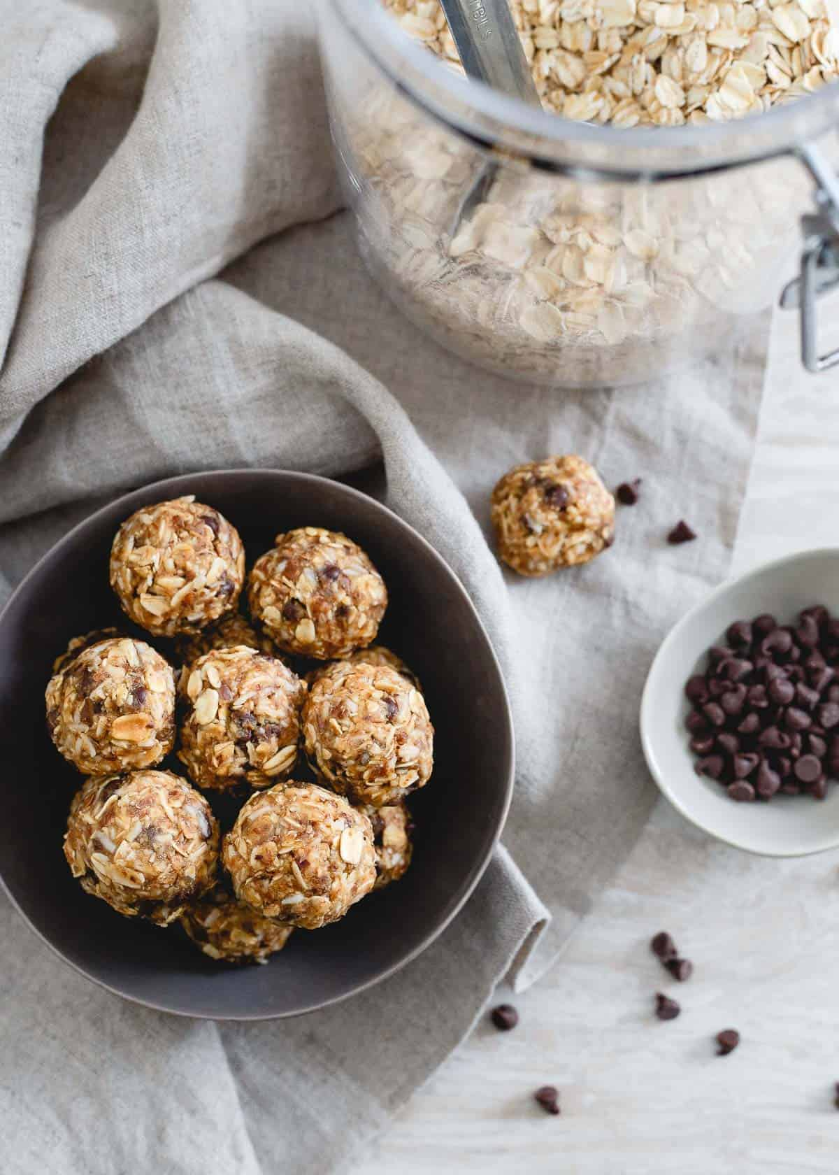 Made with oats, coconut and peanut butter, these no bake peanut butter chocolate chip balls are a tasty way to snack!