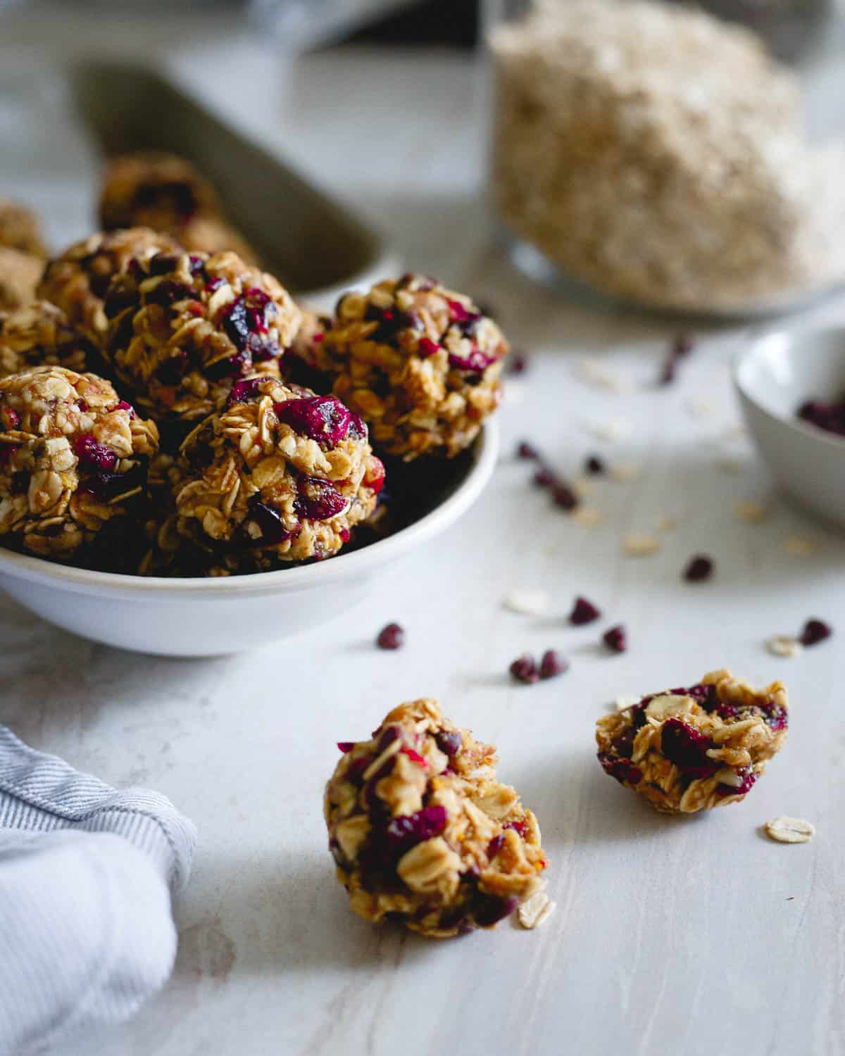 These easy oatmeal cookie bites are no bake and filled with the holiday flavors of cranberries and orange. They taste just like a cookie too!