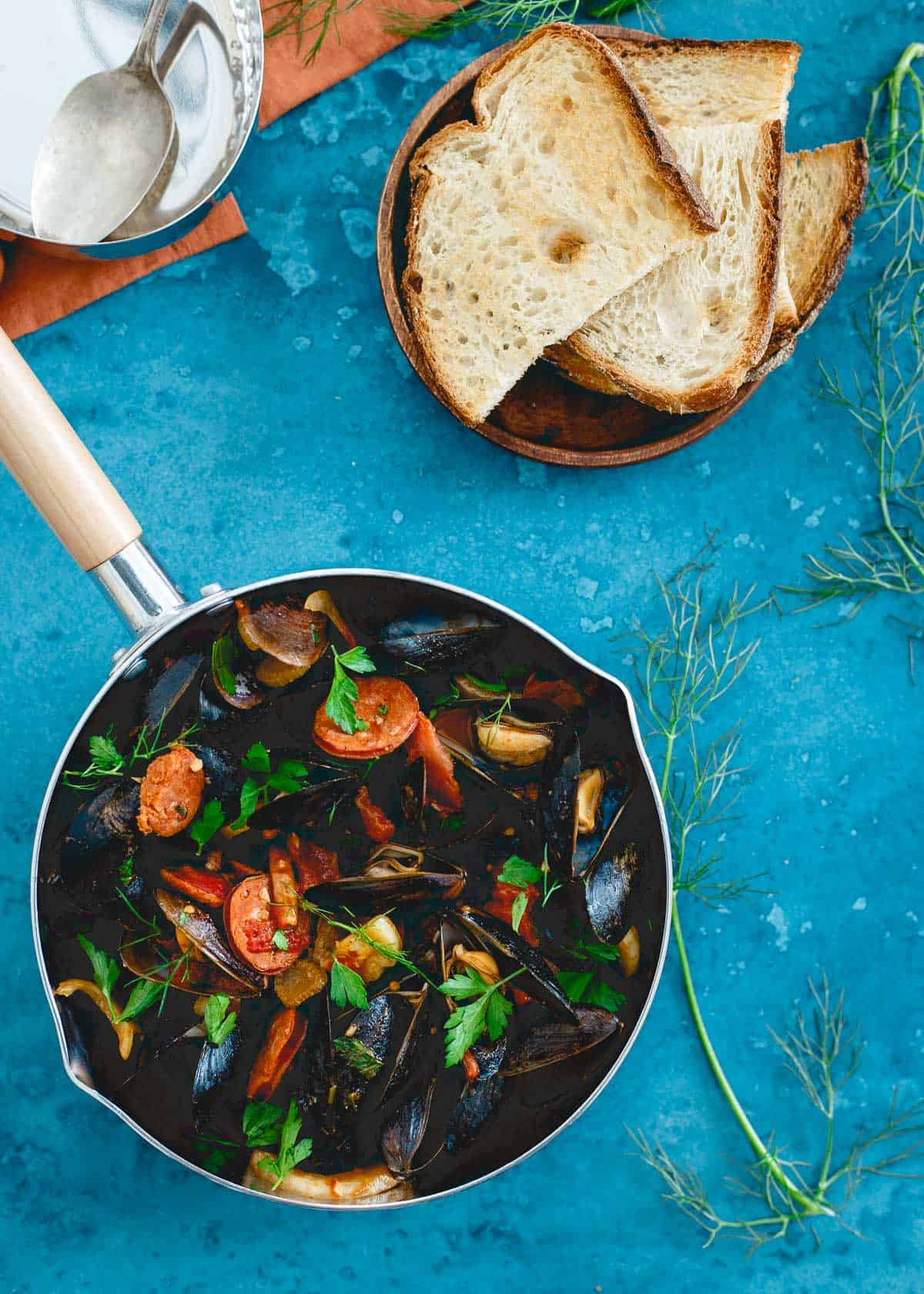 Chorizo chili mussels with fennel and tomatoes is an easy weeknight meal made in one pot in just 20 minutes.
