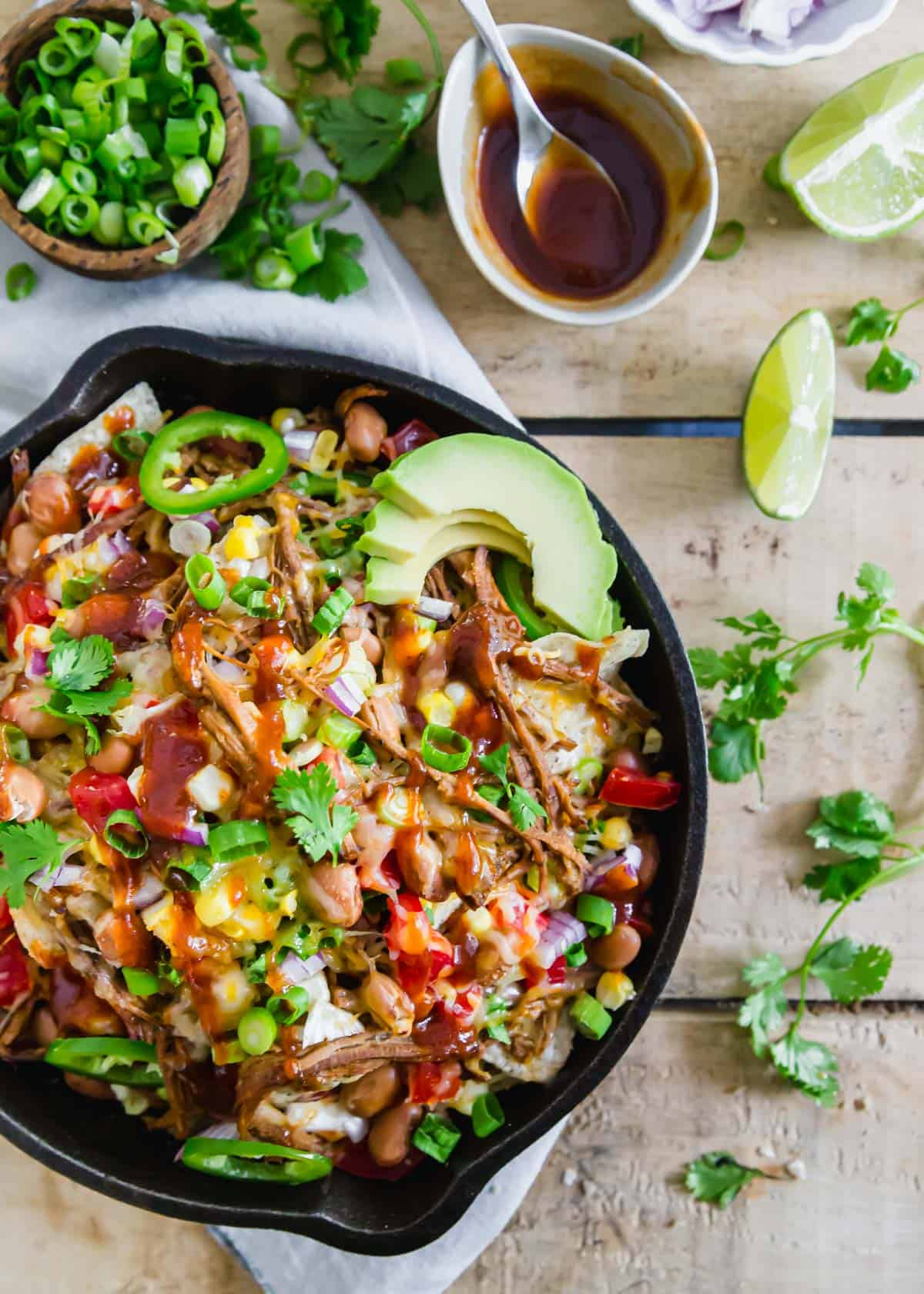Need a recipe to use up brisket leftovers? Try these simple yet incredibly delicious brisket nachos, they won't disappoint!