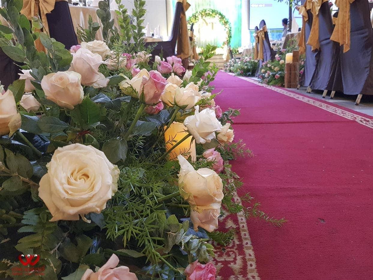Trang trí hoa lối đi đám cưới