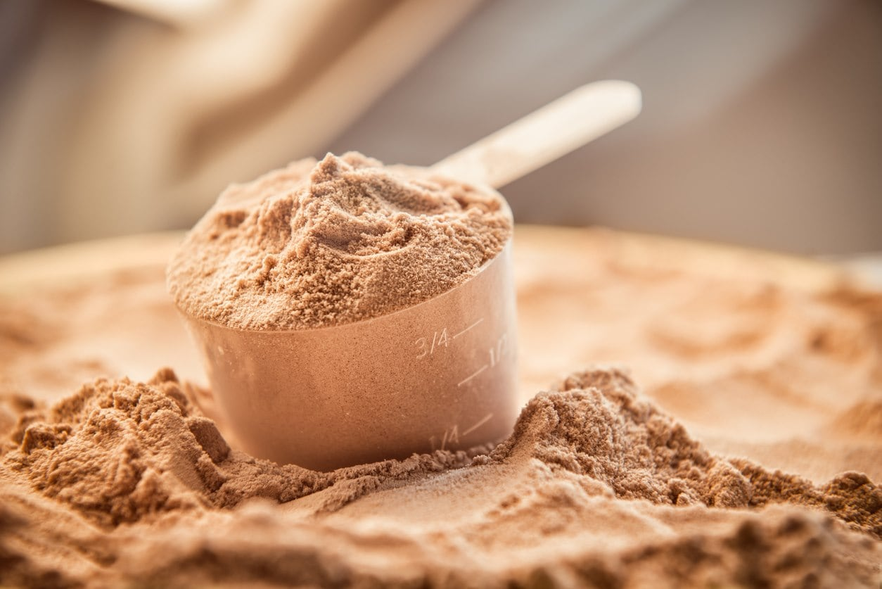 whey-protein-scoop