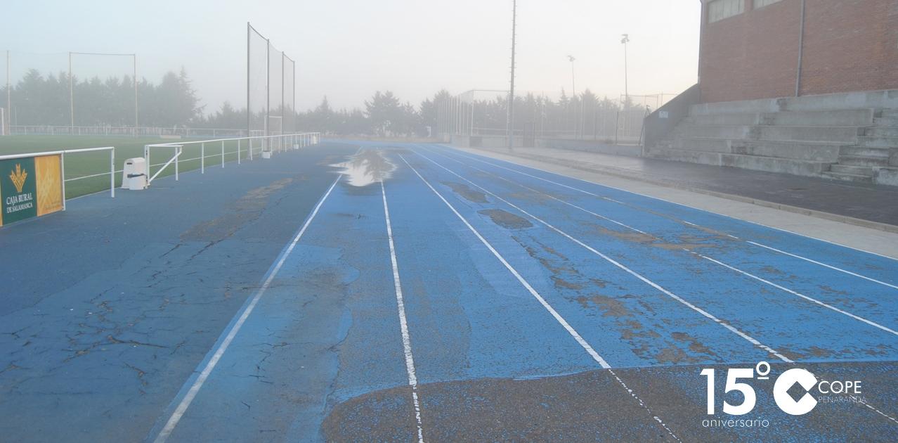 Estado de la pista de atletismo del Polideportivo municipal de Peñaranda