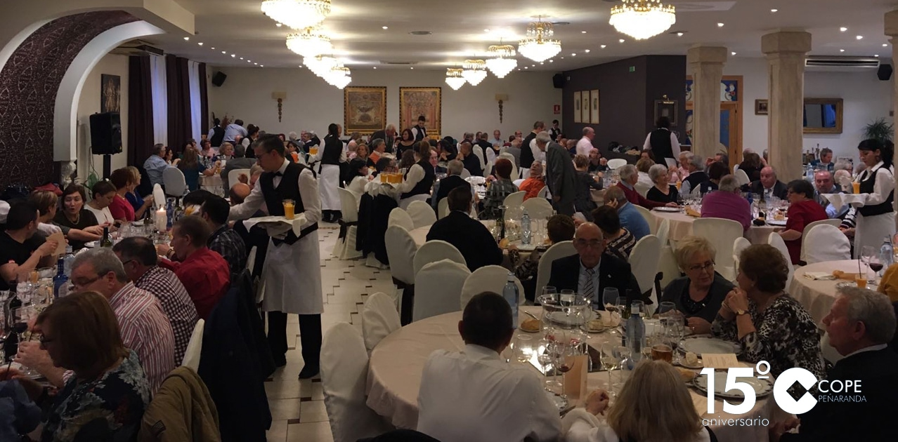 El encuentro reunió a unas 200 personas en una comida de hermandad en el restaurante Las Cabañas
