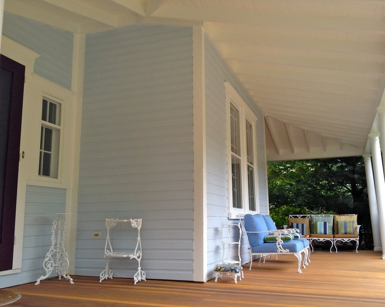 PALE BLUES HIGHLIGHT PORCH PAINT COLOR IDEAS