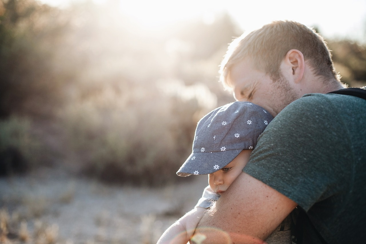 Vater mit Kind alleinerziehend