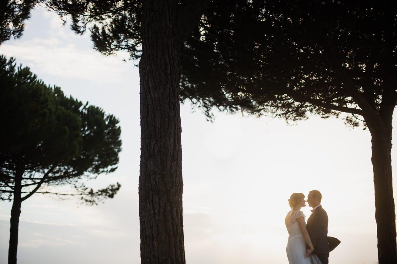 couple bord de mer arbre