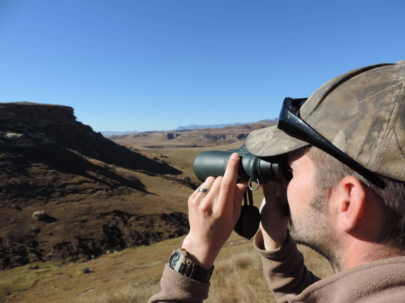 The Best Compact Binoculars