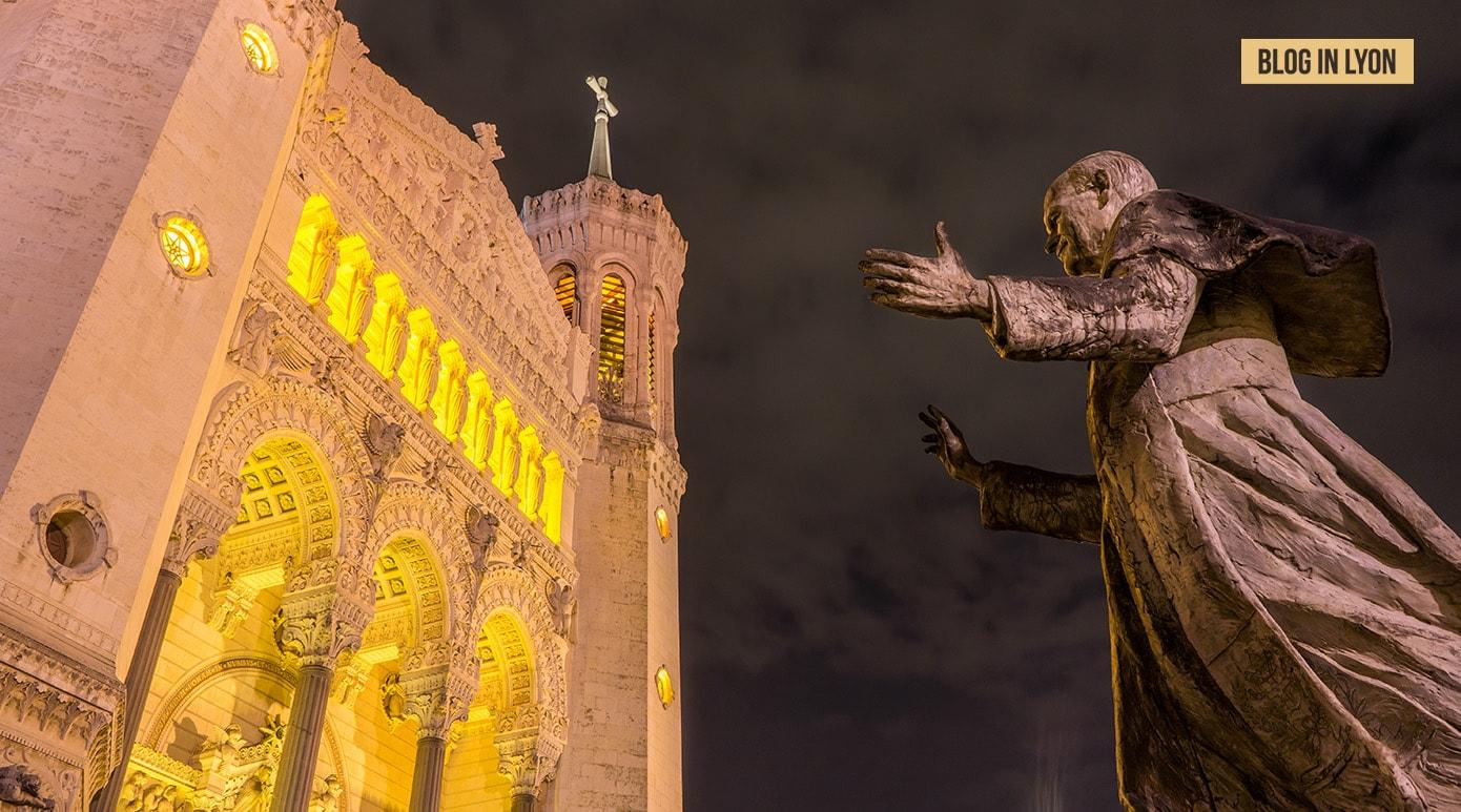Fourvière et statue Pape Jean-Paul II - Fond écran Lyon | Blog In Lyon