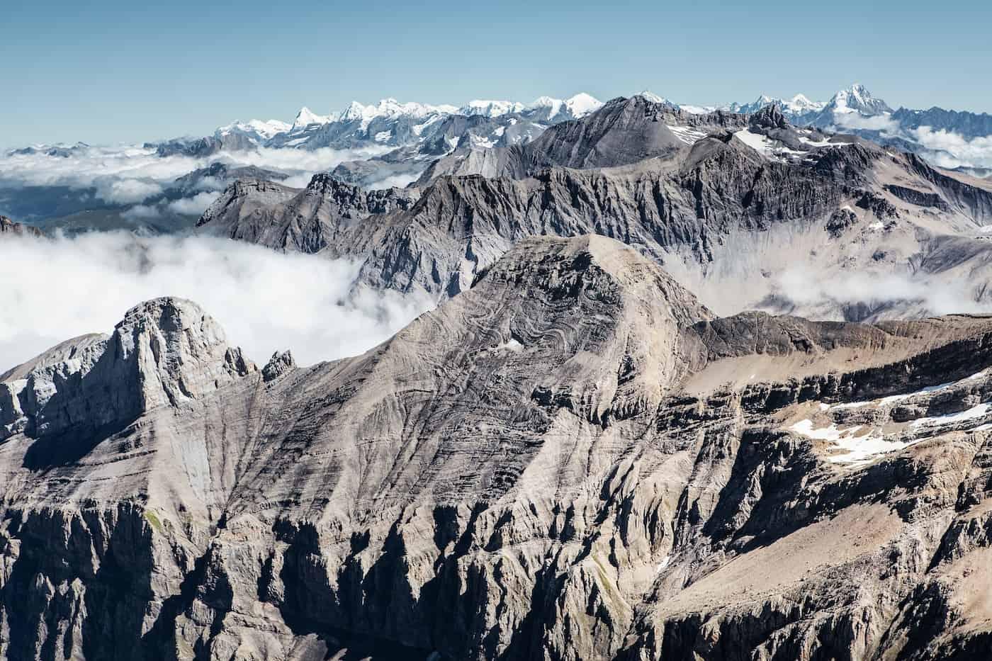 Berggipfel mit Schnee