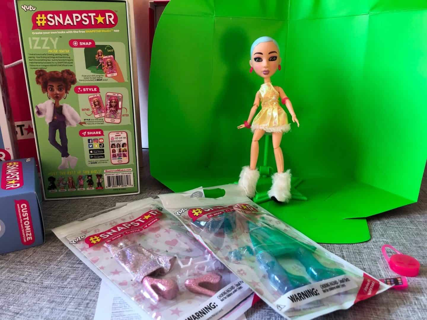 SNAPSTAR doll and accessories