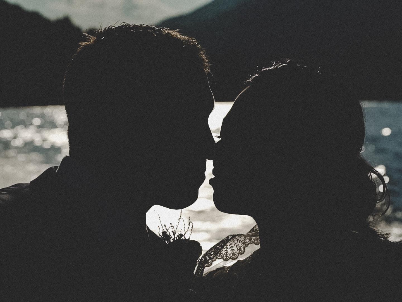 bacio in silhouette