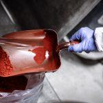 Farbpigmente, rot, Schaufel, Hand, Handschuh