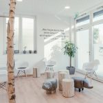 Wartezimmer, Hocker, Baumstamm, Stühle