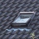 Hagelschaden an Haus zerstörte Dachfenster