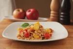 Grah s jabukama i mini rajčicom