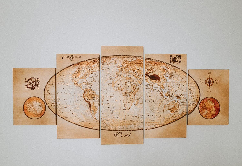 mapa swiata na scianie