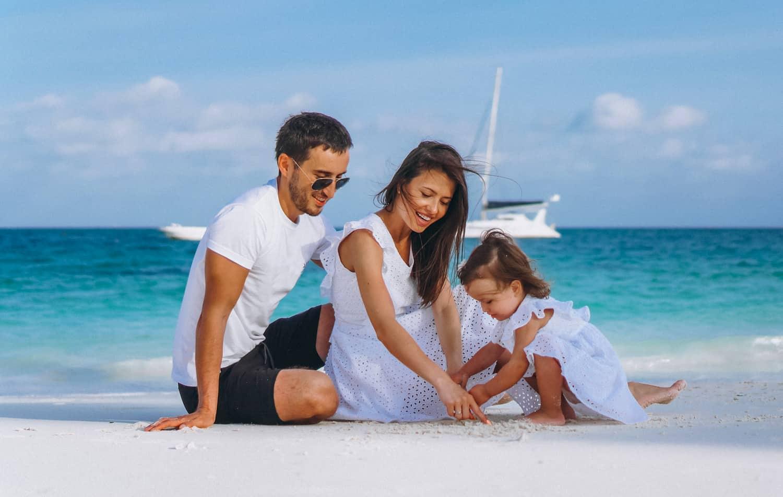 Lugares para viajar en pareja en España con playa