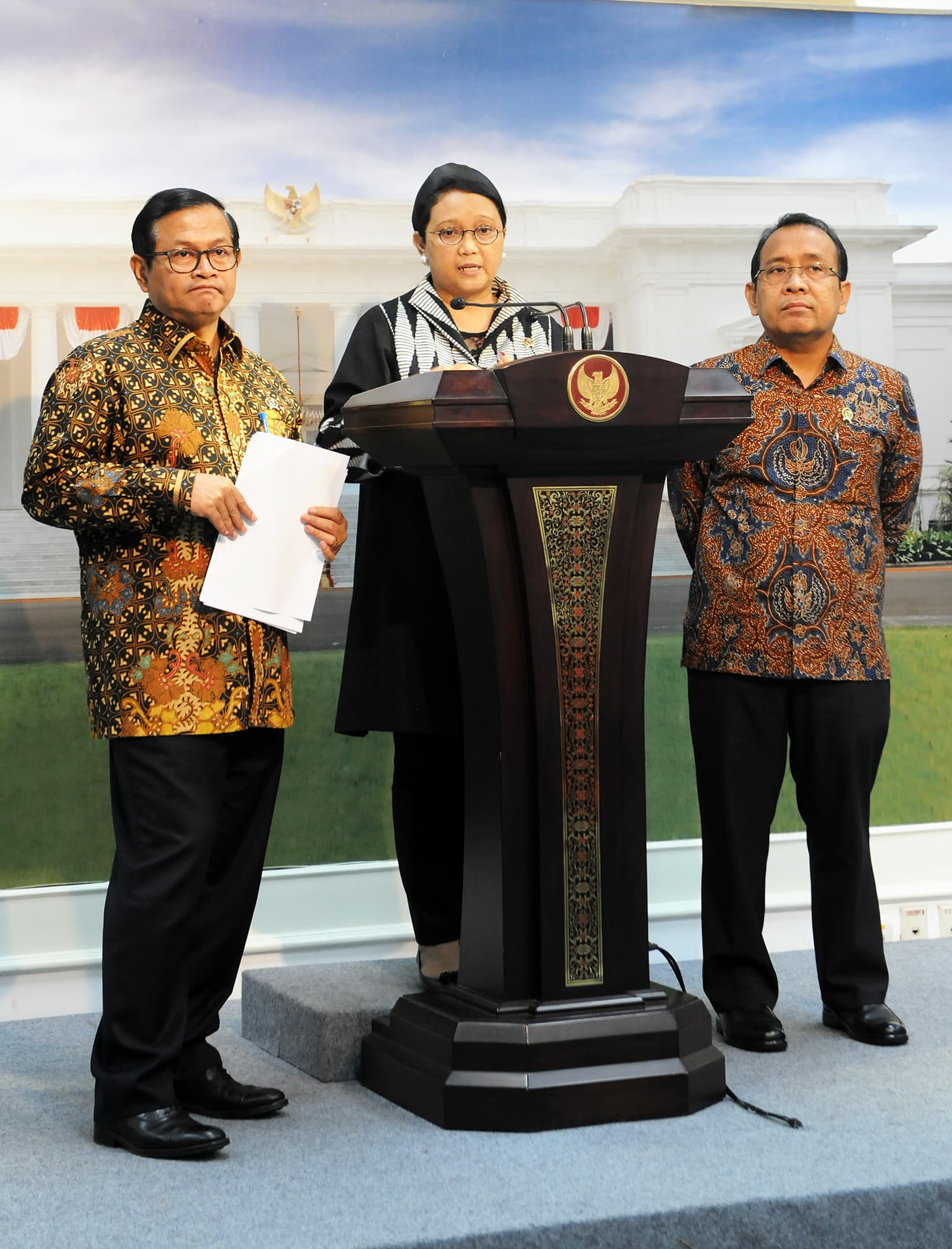 Menlu usai Rapat Terbatas memberikan keterangan mengenai persiapan IORA di Kantor Presiden Jakarta (2/3). (foto: Humas Nia)