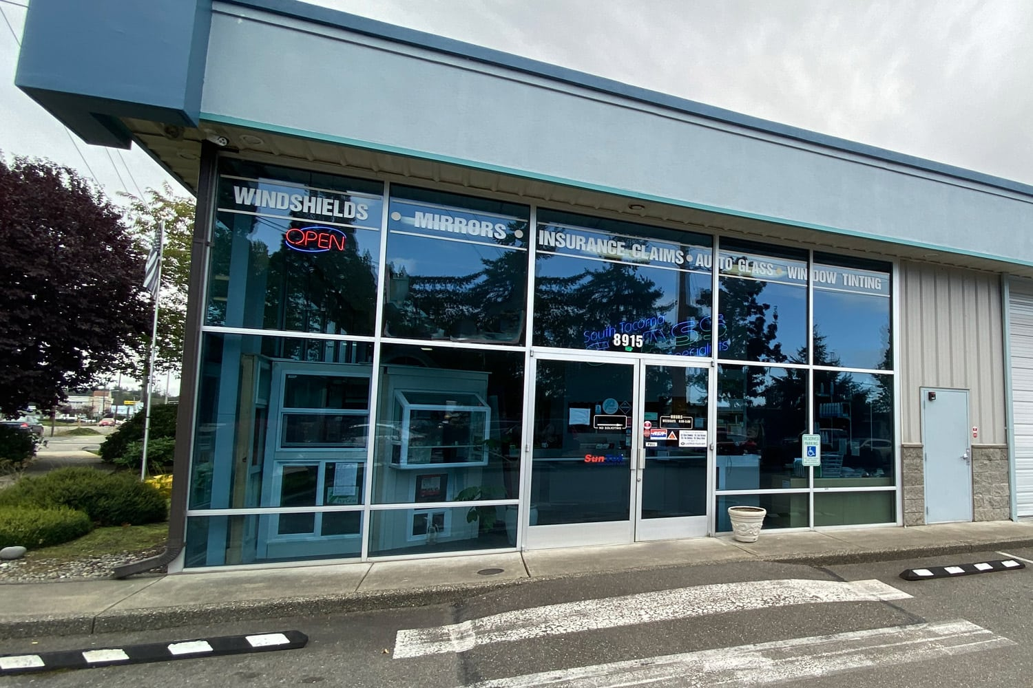 south tacoma glass specialists showroom