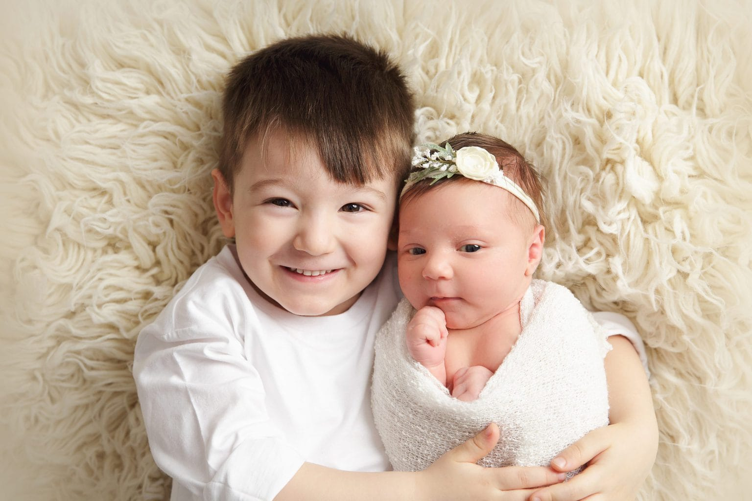SR Portraits Newborn photo with sibling/brother in Leicestershire