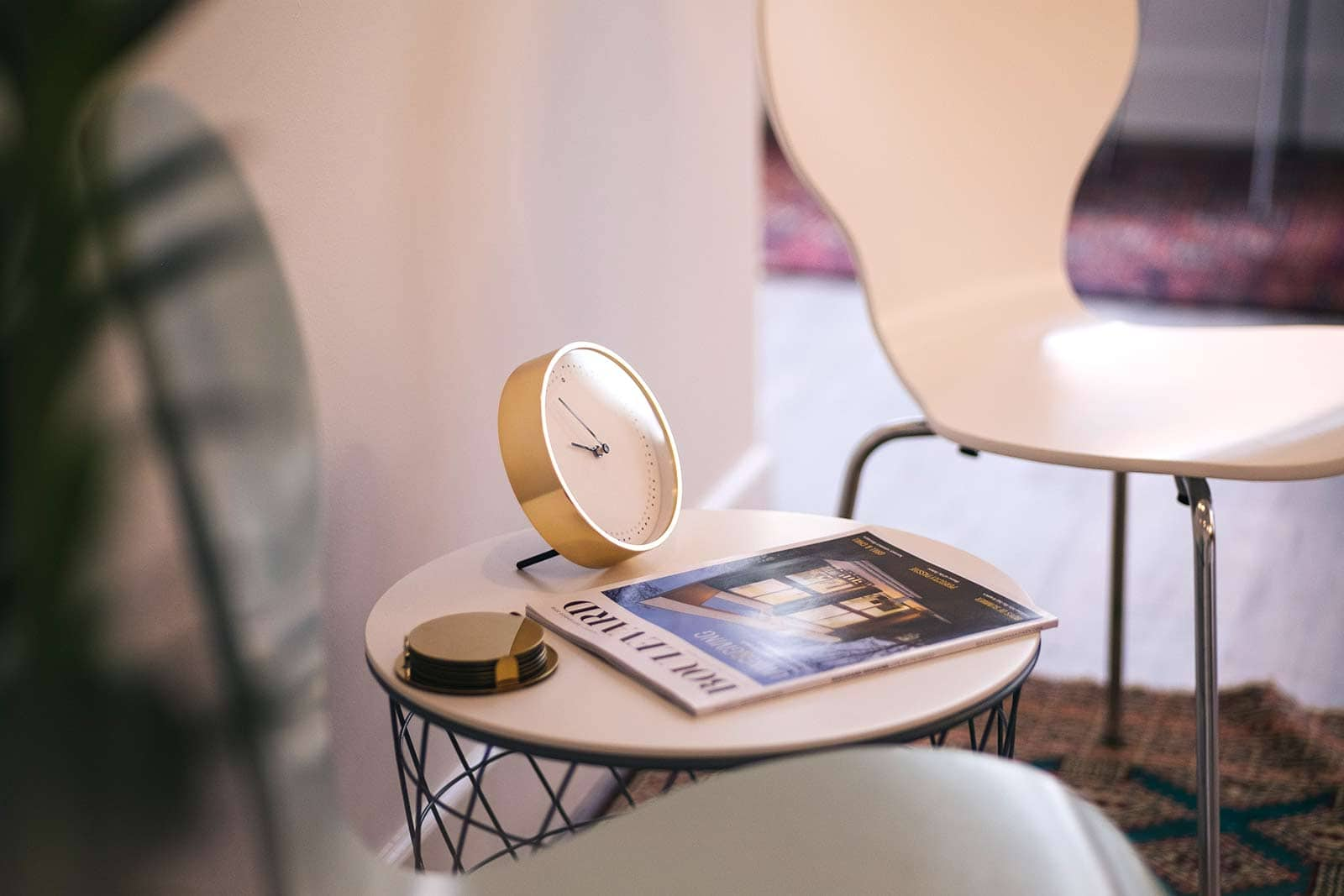 boullevard magazine clock chair