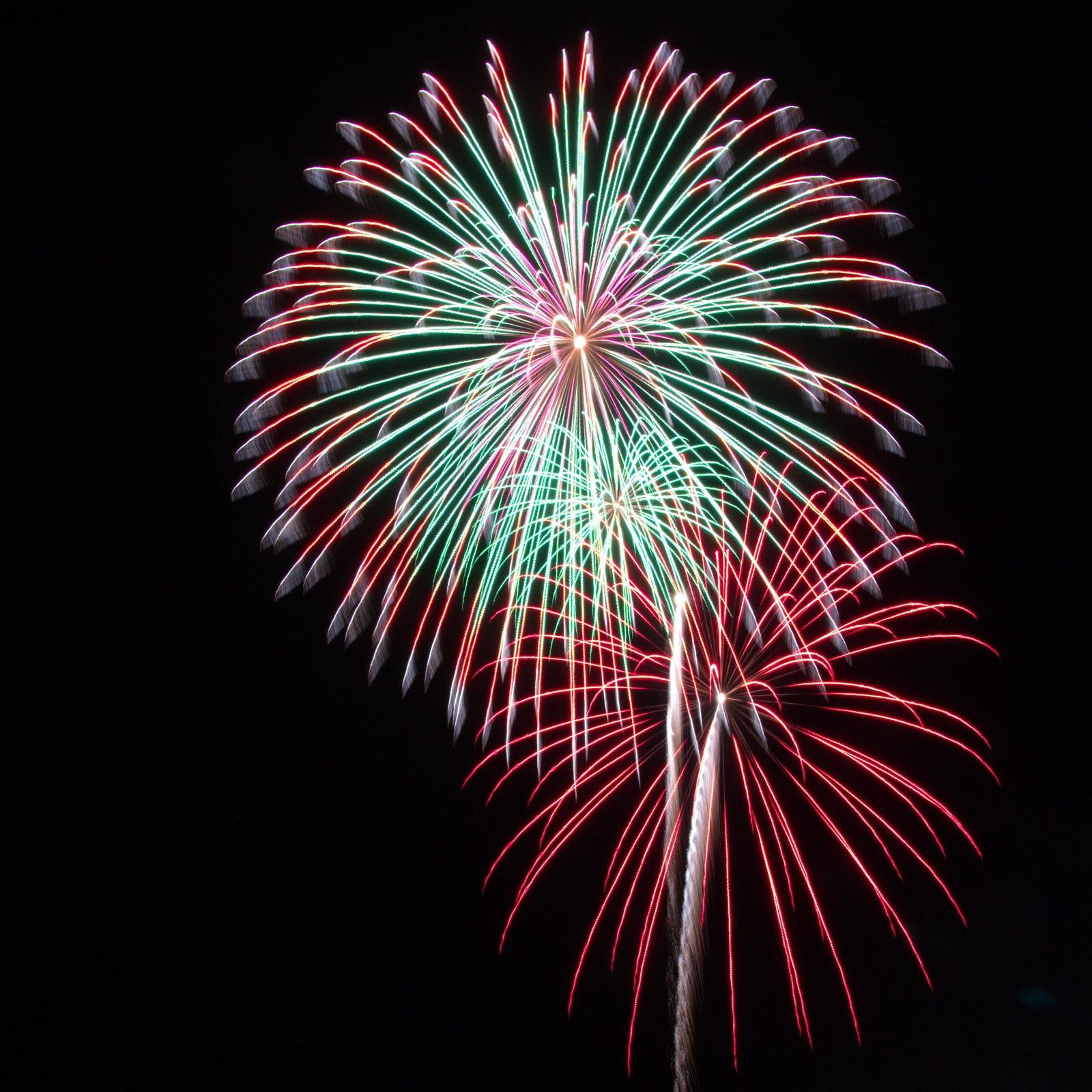Massachusetts Fireworks: green and red bursts