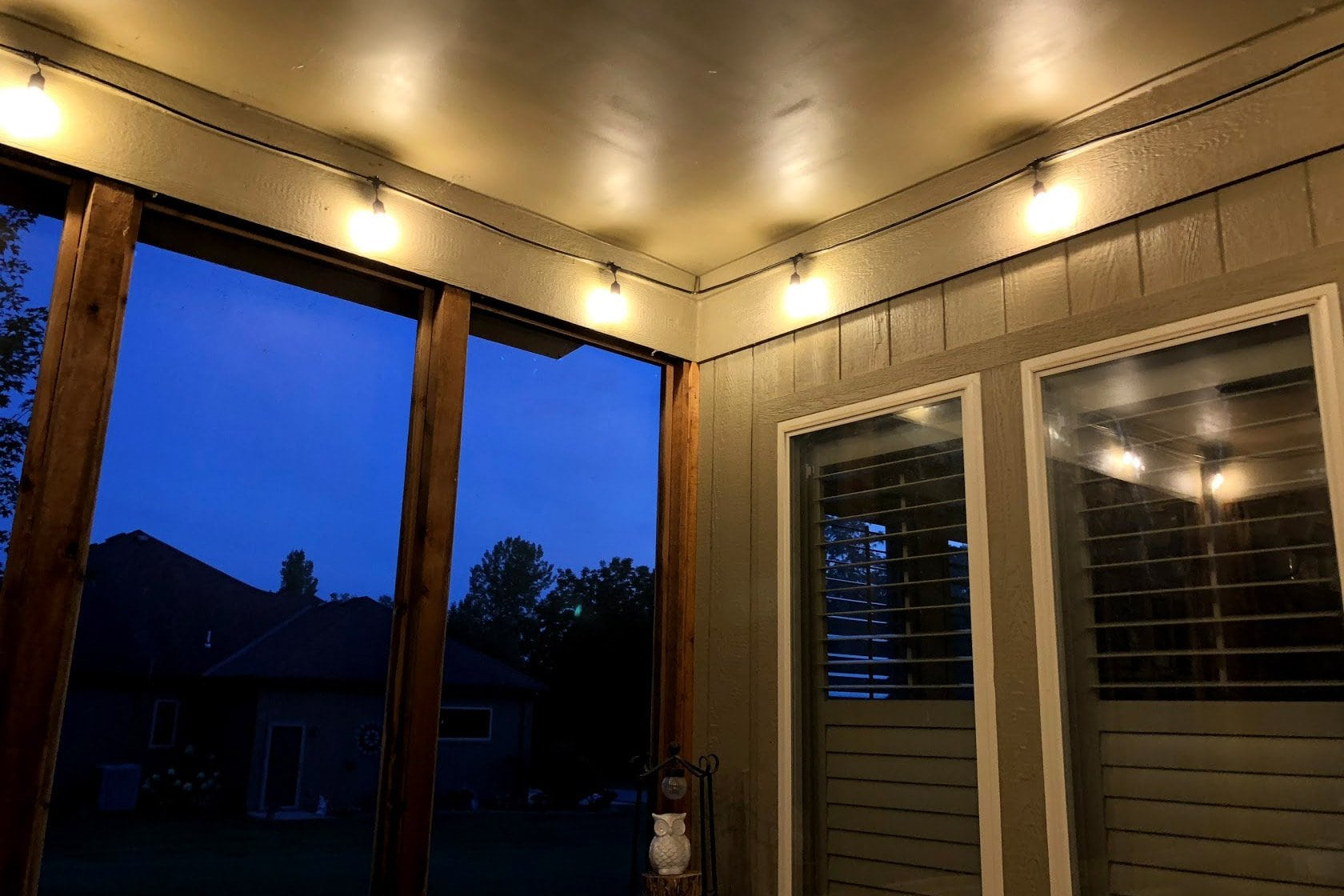 How to Hang String Lights on Covered Patio or Deck featured by top US DIY blogger, Sengerson: how to hang up string lighting
