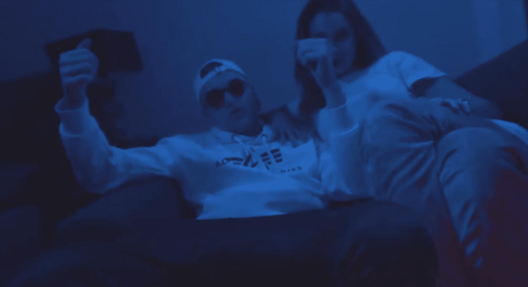 Hustensaft Jüngling mit Freundin Celina
