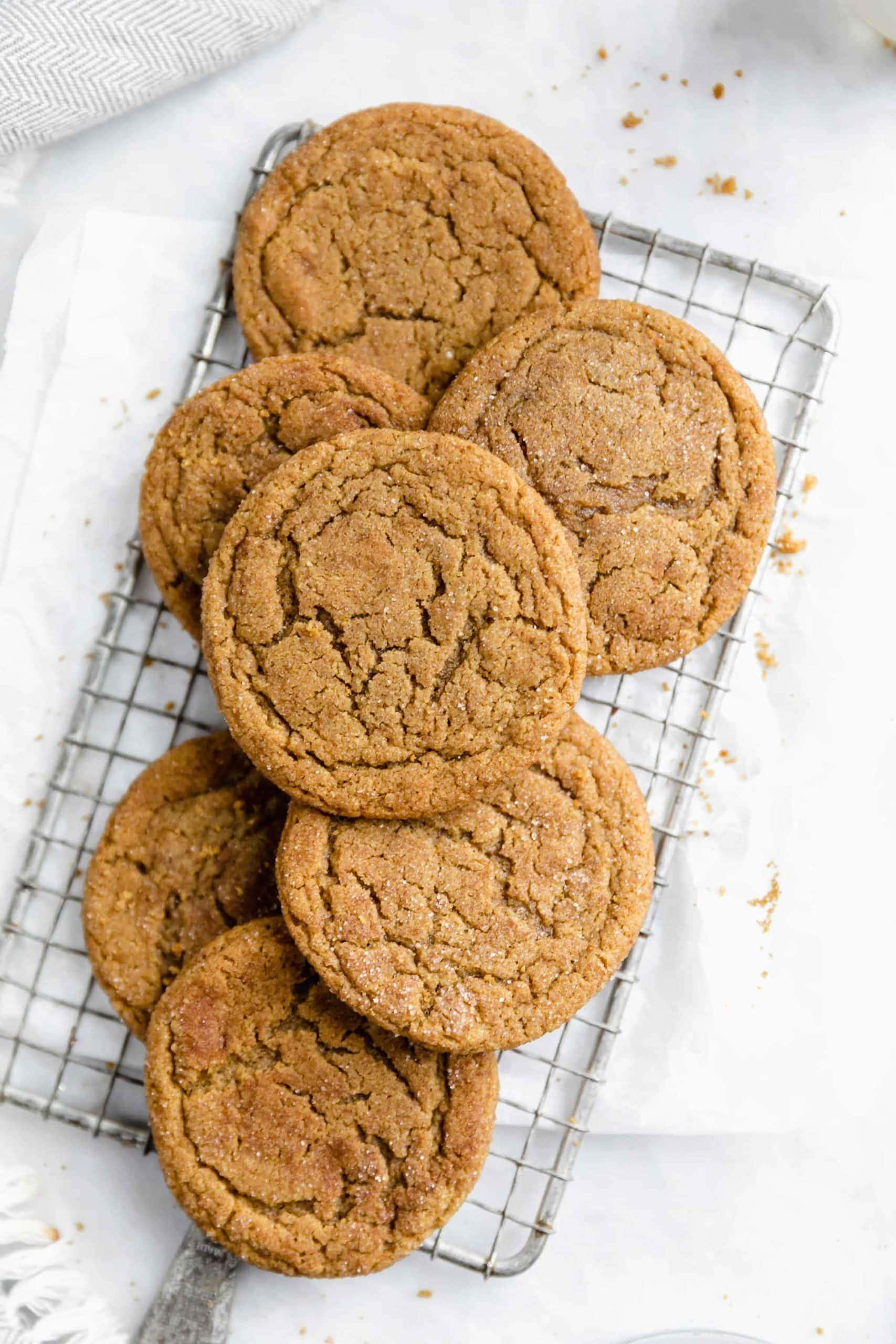 tir au-dessus de zingy gingerdoodles caoutchouteux AKA notre nouveau biscuit préféré de Noël