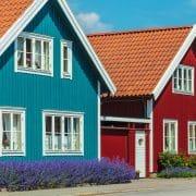 Holhaus, Holzbaus, Schwedenhaus rot blau, Hausfassade