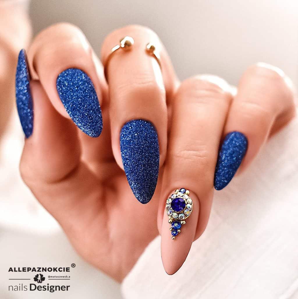 granotowe paznokcie z brokatem