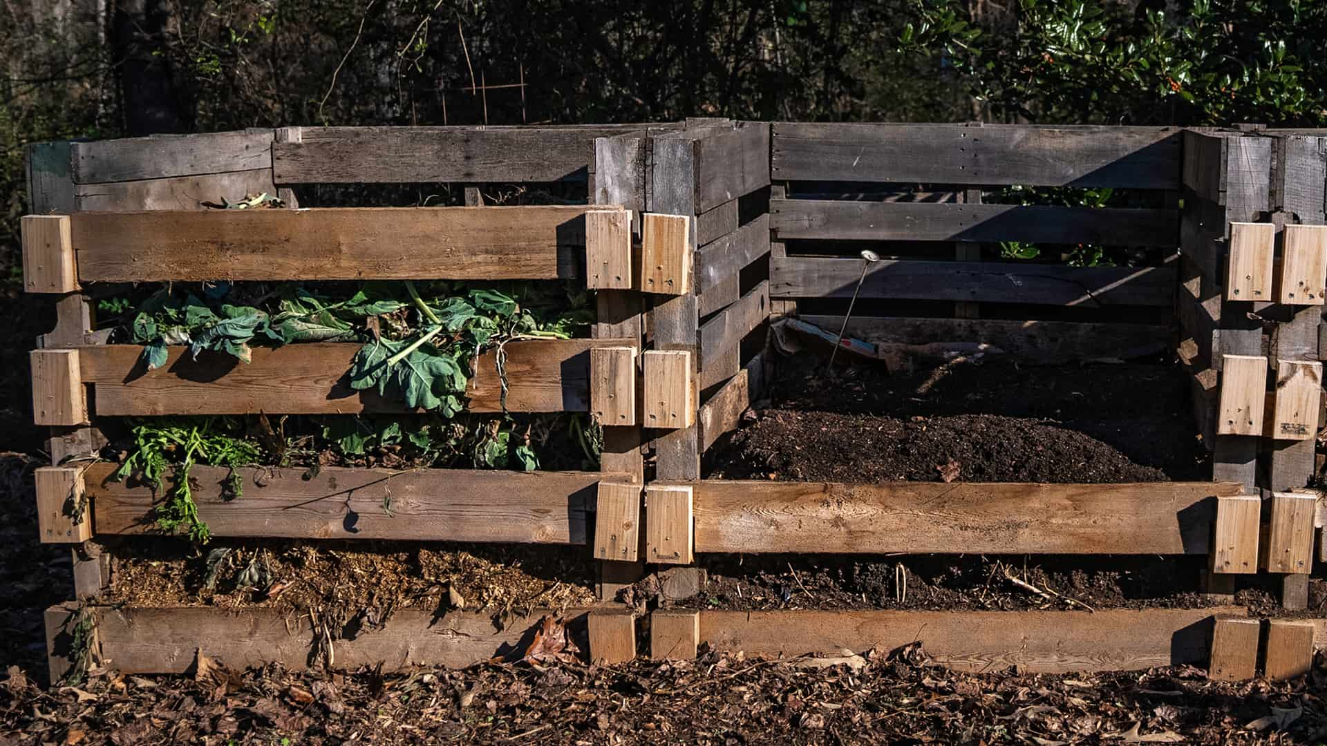 Compost bin build from pallets
