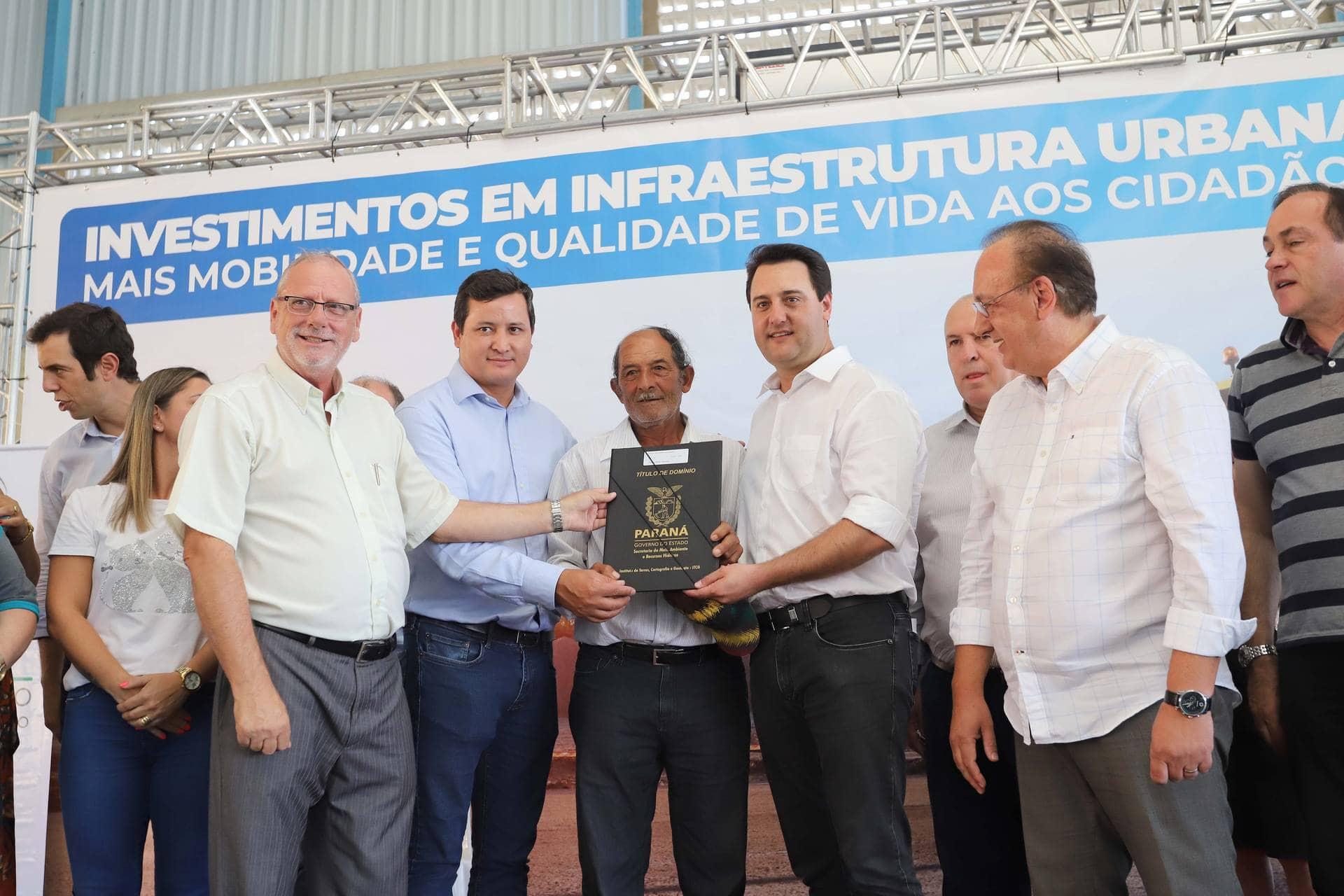 Governador Carlos Massa Ratinho Junior autorizou o repasse de R$ 1,285 milhão para pavimentação de ruas e compra de maquinário
