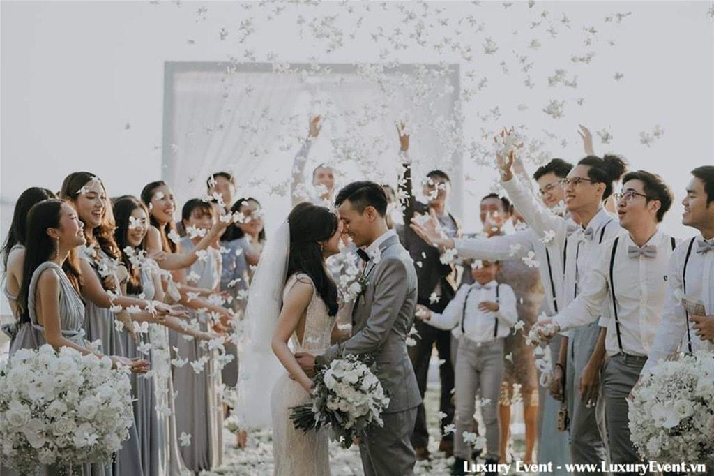 Tổ chức đám cưới ngoài trời