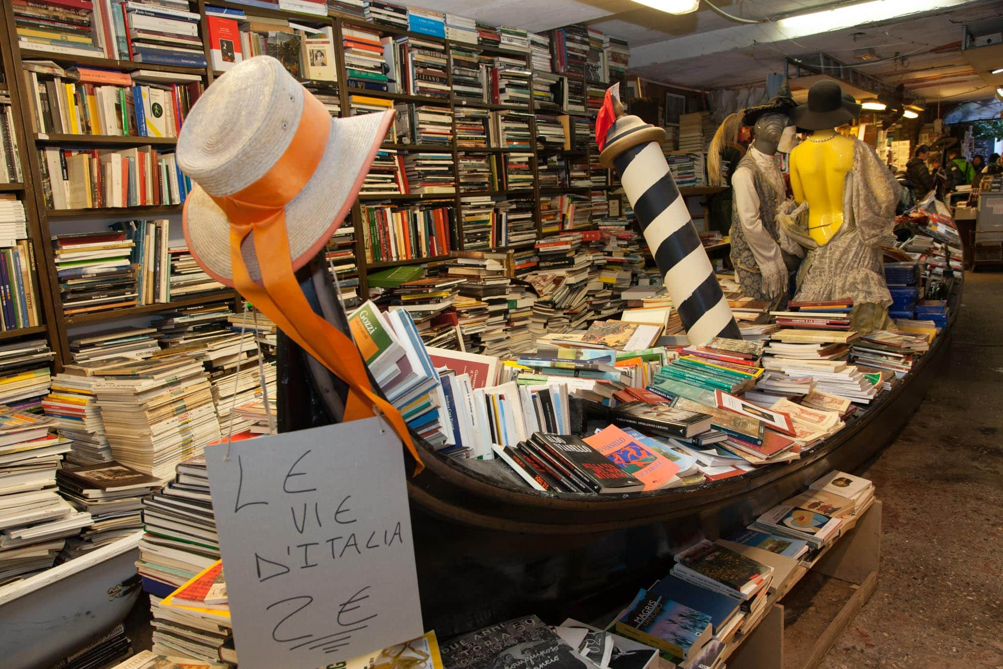 Libri, gondola, Libreria Acqua Alta , Venezia