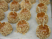Caramel_Peanut_Candy_Apples
