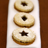 Linzer Cookies on a white napkin