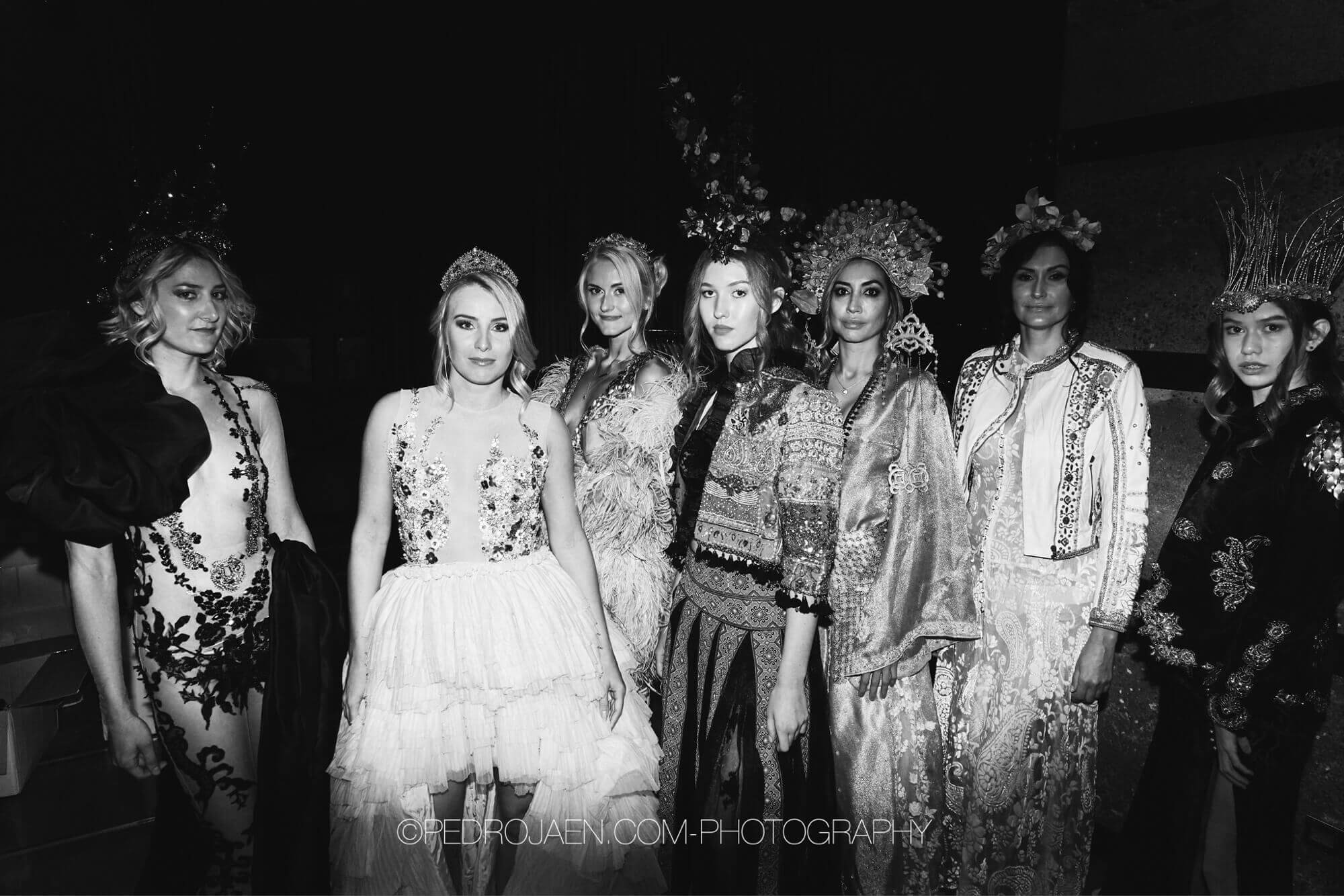 Fem modell kvinnor